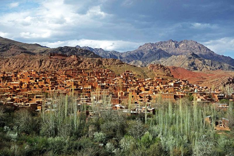 ابیانه | فاصله تهران تا ابیانه | فاصله بین ابیانه تا کاشان | ابیانه در پاییز | ابیانه روستای تاریخی سرخ رنگ