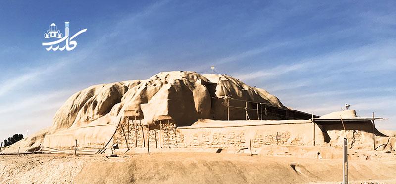 تپه سیلک کاشان   جاهای دیدنی کاشان   دیدنی کاشان   کاشان گردی   نقش و نقاشی ساده حیوان روی سفال