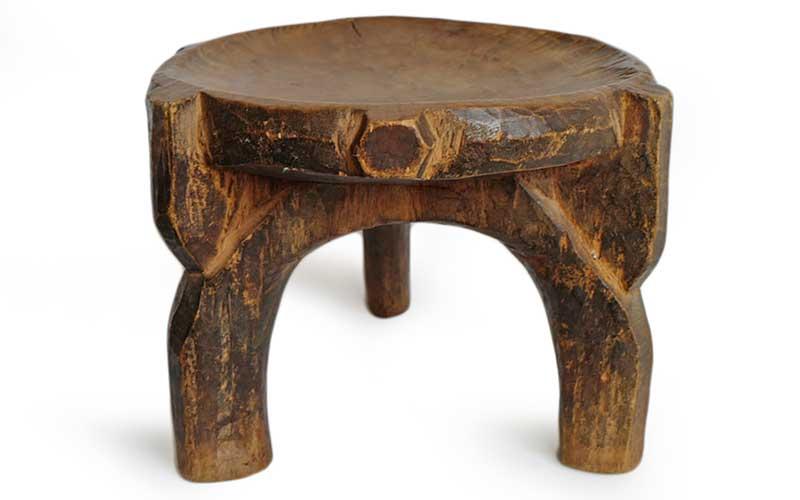 چهارپایه چوبی قدیمی